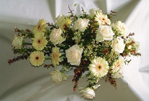 English: Flower arrangement for funeral. (Photo credit: Wikipedia)